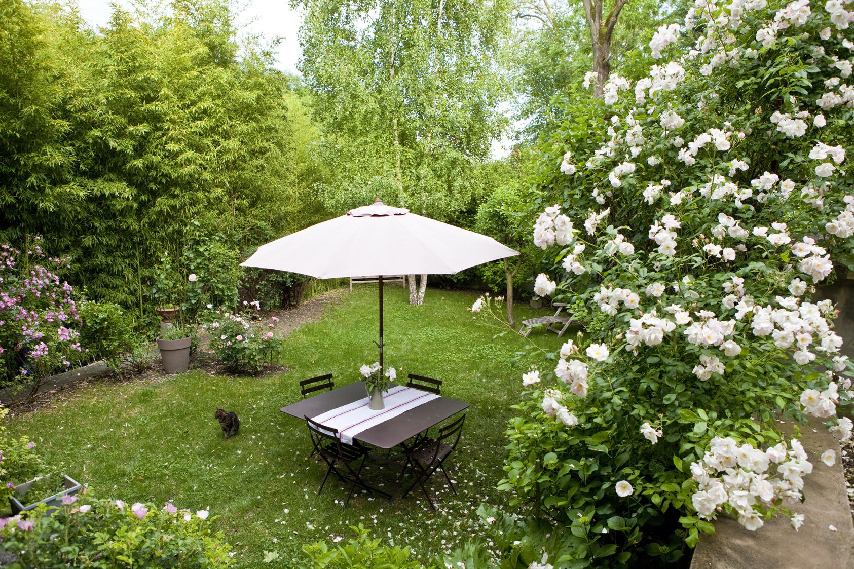 Home maison d 39 h tes de charme aux portes de lyon la for Maison jardin